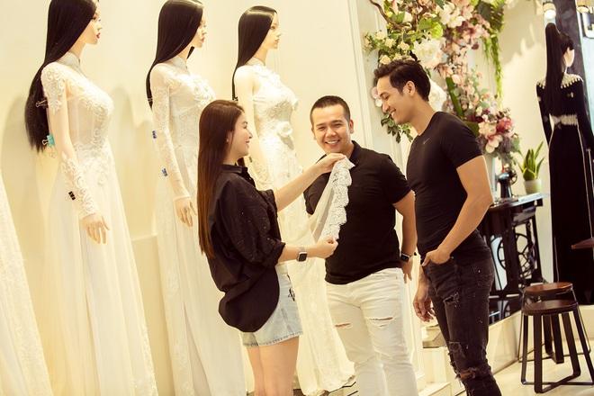 Trương Quỳnh Anh làm người mẫu cho show diễn của NTK Minh Châu - Ảnh 3.