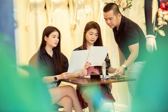 Trương Quỳnh Anh làm người mẫu cho show diễn của NTK Minh Châu - Ảnh 2.