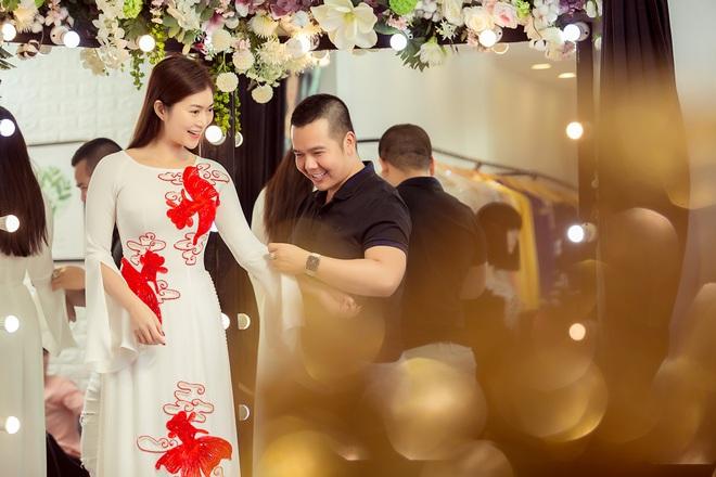 Trương Quỳnh Anh làm người mẫu cho show diễn của NTK Minh Châu - Ảnh 4.