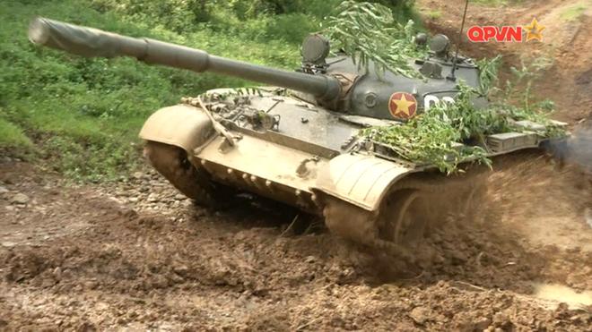 Xe tăng Việt Nam lăn mấy chục vòng xuống vực và cái kết không ngờ: Chuyện hy hữu - Ảnh 4.