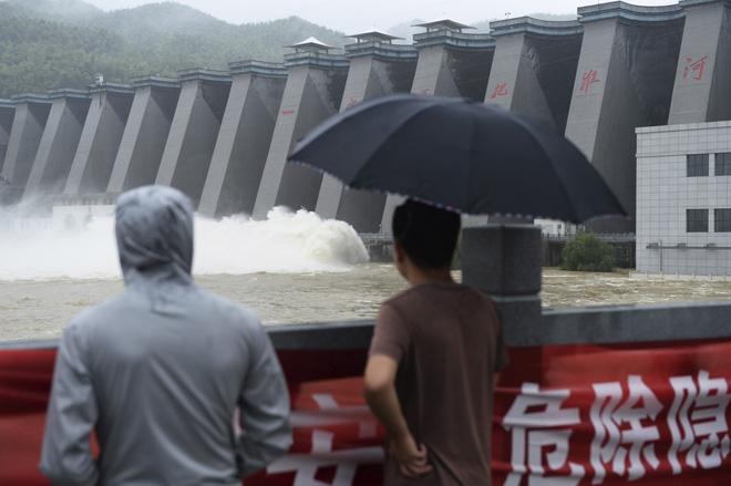 Mưa lũ nghiêm trọng, một địa phương ở Trung Quốc phải hoãn thi đại học - Ảnh 1.