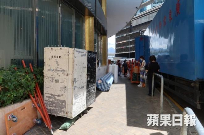 Quang cảnh tại tang lễ Vua sòng bài Macau: 3 con gái út trực tiếp chỉ đạo sắp xếp hậu sự của bố, cỗ quan tài trị giá gần 24 tỷ đồng - Ảnh 6.