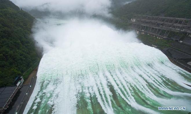 Hồng thủy tấn công: Điều khiến Trung Quốc khóc hận khi hệ thống hồ chứa cả nước thất thủ - Ảnh 1.