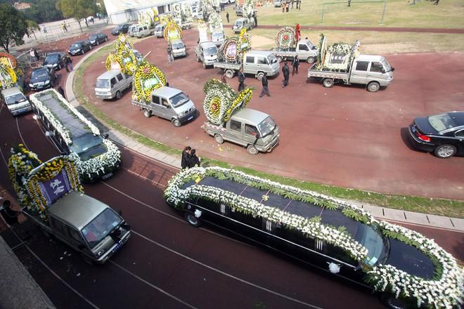 Đám tang của đại gia Trung Quốc: Chi hơn 16 tỷ đồng tổ chức tang lễ xa xỉ và câu chuyện người giàu phô trương thân thế địa vị - Ảnh 6.