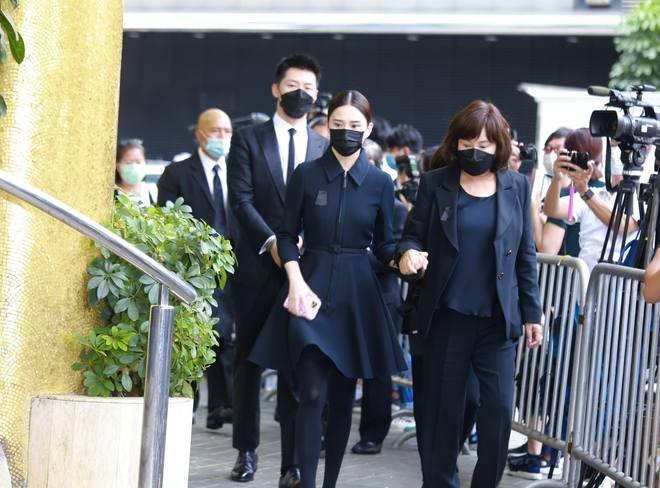Gia quyến lần lượt đến tang lễ của Vua sòng bài Macau: Con trai xuất hiện sau lùm xùm tình ái, con gái thứ 3 đòi tranh gia tài cũng có mặt - Ảnh 18.