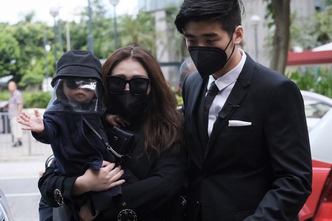 Gia quyến lần lượt đến tang lễ của Vua sòng bài Macau: Con trai xuất hiện sau lùm xùm tình ái, con gái thứ 3 đòi tranh gia tài cũng có mặt - Ảnh 11.