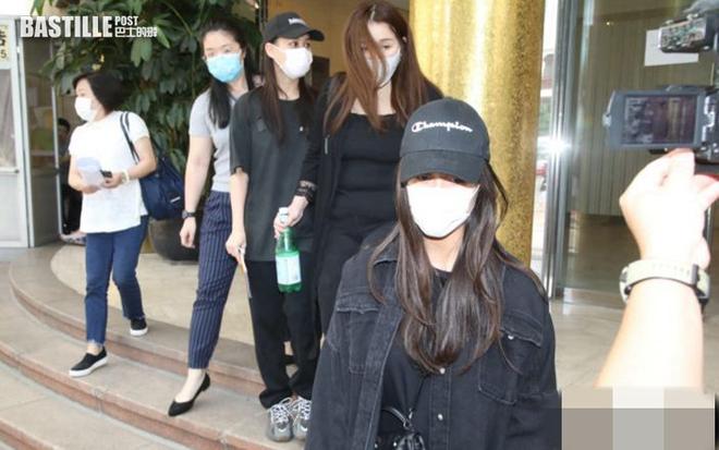 Quang cảnh tại tang lễ Vua sòng bài Macau: 3 con gái út trực tiếp chỉ đạo sắp xếp hậu sự của bố, cỗ quan tài trị giá gần 24 tỷ đồng - Ảnh 12.