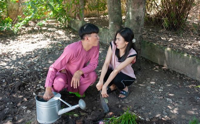 Quách Ngọc Tuyên tiết lộ phản ứng của vợ khi đăng clip hôn bạn diễn nữ