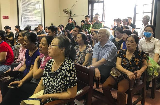 Vụ cựu phó GĐ truy sát cả nhà em gái ở Thái Nguyên: Bố mẹ tôi chết quá oan uổng, lại chết dưới mũi dao của anh trai - Ảnh 4.