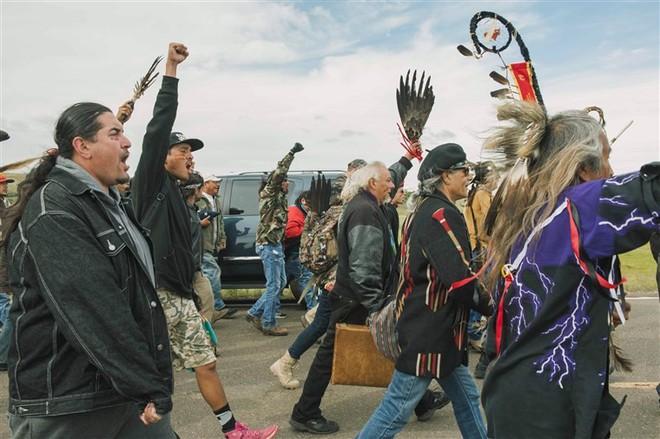 Bộ tộc da đỏ chiến thắng gã khổng lồ mà Obama từng phủ quyết nhưng Trump lại tán đồng - Ảnh 5.