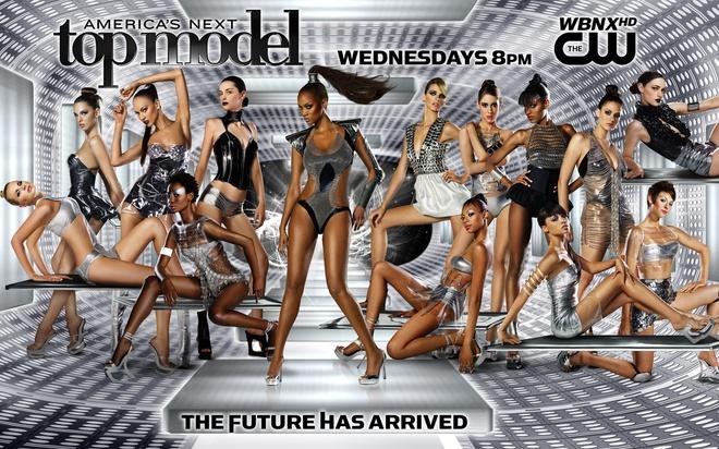 Tyra Banks: Siêu mẫu đẻ trứng vàng của làng thời trang Mỹ và 2 lần được mặc nội y triệu đô - Ảnh 8.