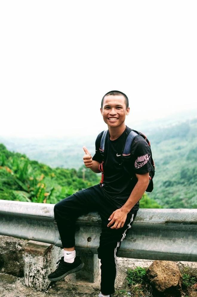 45 ngày đi bộ xuyên Việt với 0 đồng, chàng trai vừa xin ăn, làm thuê vừa quyên góp 127 triệu cho người nghèo - Ảnh 3.