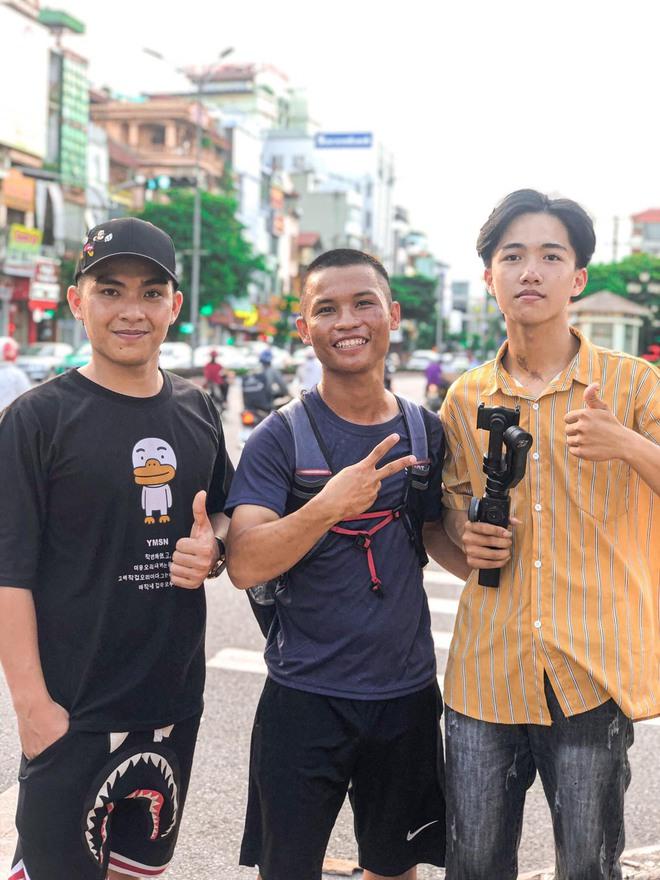 45 ngày đi bộ xuyên Việt với 0 đồng, chàng trai vừa xin ăn, làm thuê vừa quyên góp 127 triệu cho người nghèo - Ảnh 6.
