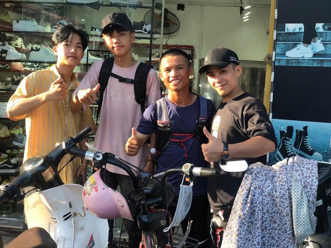 45 ngày đi bộ xuyên Việt với 0 đồng, chàng trai vừa xin ăn, làm thuê vừa quyên góp 127 triệu cho người nghèo - Ảnh 8.