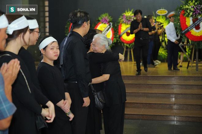 Công Lý, Xuân Bắc và nhiều nghệ sĩ gạo cội đến tiễn đưa bà Vi Của để dành về nơi vĩnh hằng - Ảnh 15.