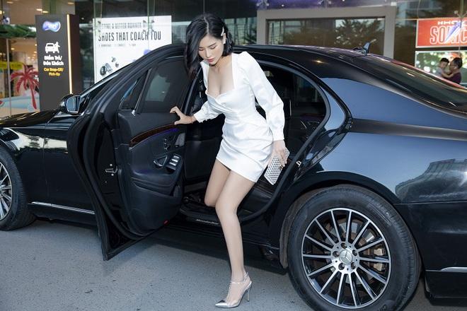 Hoa hậu Phạm Oanh khoe chân dài gợi cảm tại sự kiện - Ảnh 3.