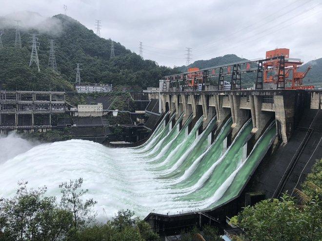Đập thủy điện Trung Quốc xả lũ: Mặt sông tựa như mặt biển, như cuồng phong gào thét - Ảnh 5.