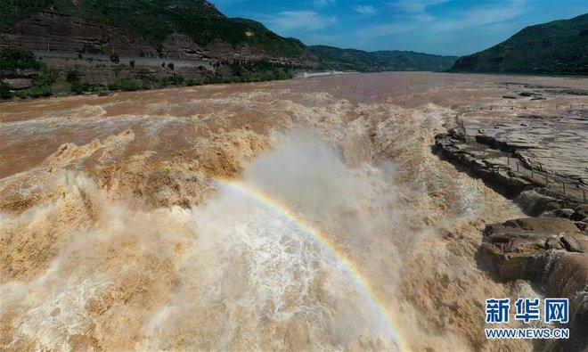 Hoàng Hà ngàn dặm đổ về một chiếc hồ lô: Cảnh tượng kỳ vĩ hiếm gặp của thác nước vàng lớn nhất thế giới - Ảnh 2.