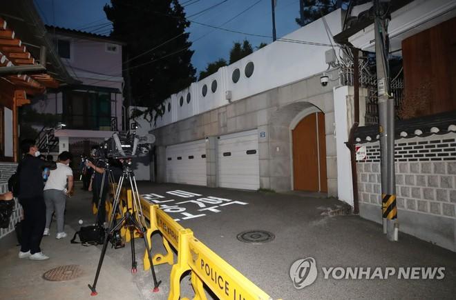 [NÓNG] Thị trưởng Seoul m.ất t.ích, con gái: Bố tôi để lại di ngôn rồi rời đi!  - Ảnh 2.