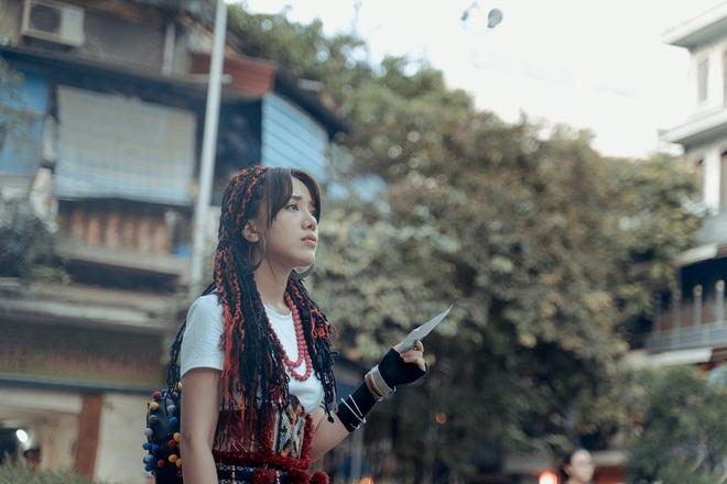 Phùng Khánh Linh tái xuất, tập nhảy tới móng chân tóe máu - Ảnh 4.