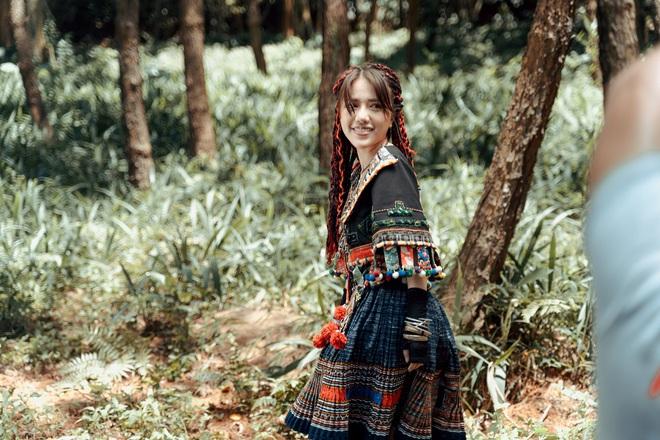 Phùng Khánh Linh tái xuất, tập nhảy tới móng chân tóe máu - Ảnh 2.