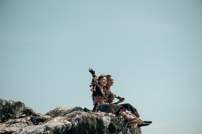 Phùng Khánh Linh tái xuất, tập nhảy tới móng chân tóe máu - Ảnh 1.