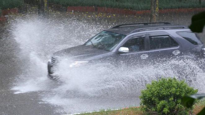 Áp thấp nhiệt đới có thể đổ bộ nam đồng bằng Bắc Bộ - Thanh Hóa, mưa lớn cả nước - Ảnh 2.