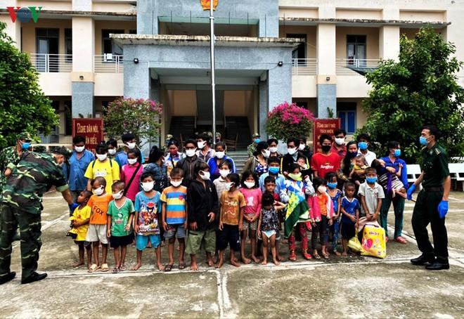 Ngăn chặn 7 gia đình nhập cảnh trái phép từ Campuchia vào Việt Nam - Ảnh 1.