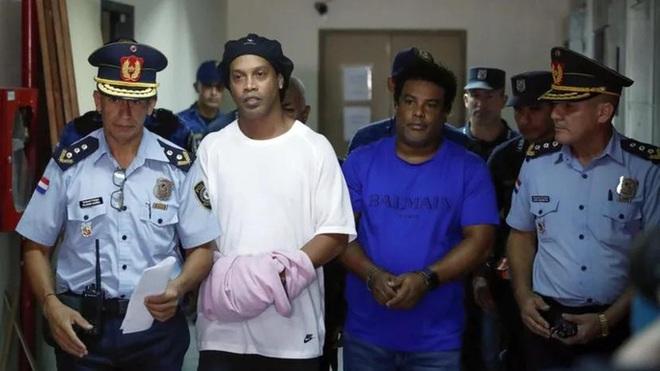 Ronaldinho được trả tự do trong tháng 8 - Ảnh 1.