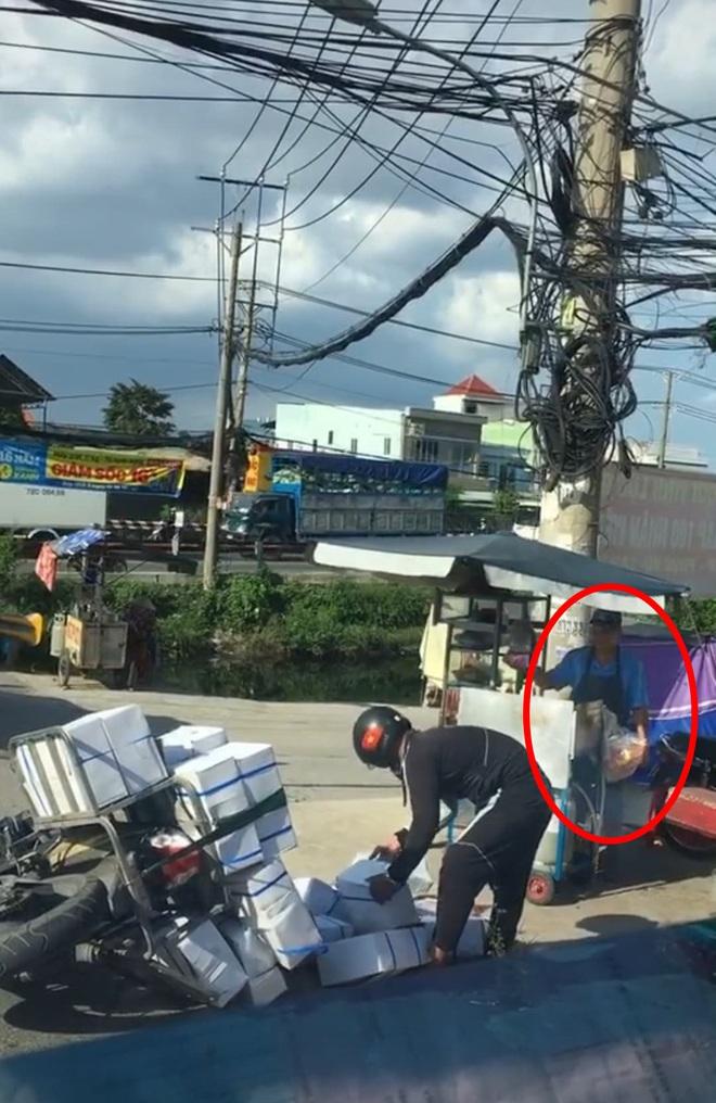 Chiếc xe hàng đổ ra đường gây ùn tắc nhưng không ai giúp đỡ, sự vô cảm đã lần át tình người - ảnh 1