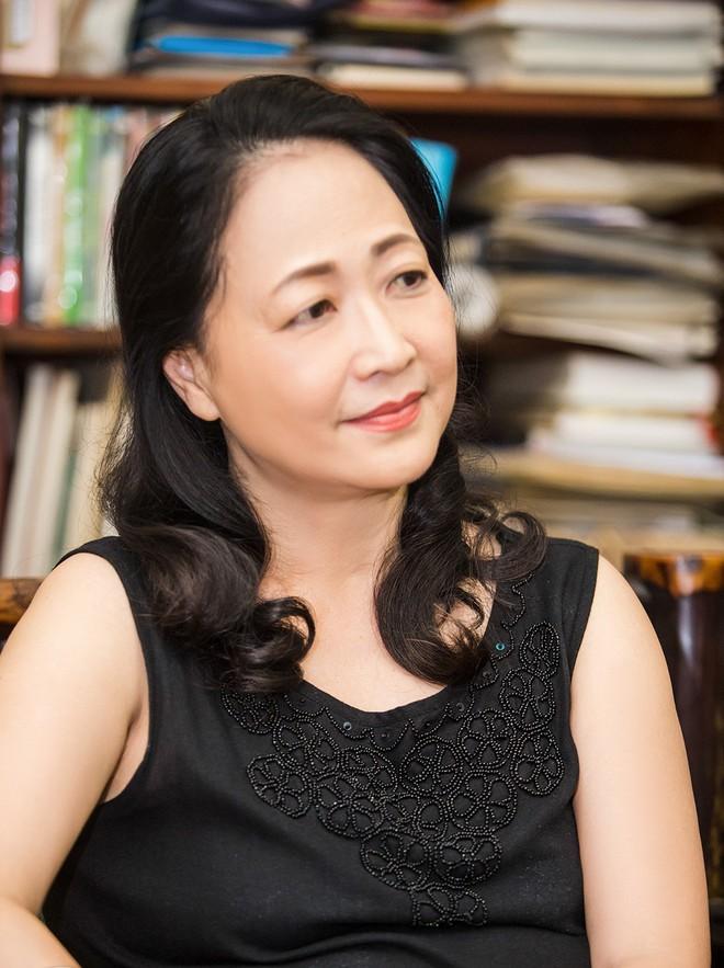 """NSND Như Quỳnh nói về tin đồn sợ đám đông, chấp nhận làm """"bà ngoại bỉm sữa"""" ở tuổi gần 70 - Ảnh 7."""