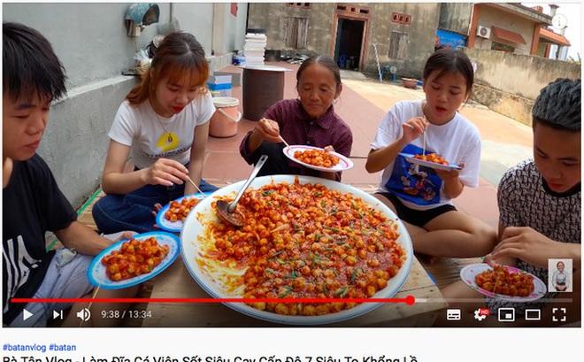 Làm món cũ, Bà Tân Vlog nâng cấp loại sốt cay theo kiểu Hàn Quốc khiến ai xem cũng thèm thuồng vì quá hấp dẫn