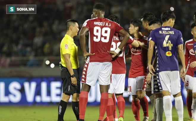 VFF mạnh tay phạt cầu thủ hỗn hào với trọng tài, Công Phượng hãy cẩn trọng