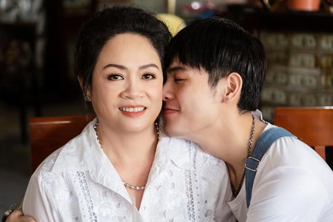Cháu nuôi Hoài Linh khoe mẹ ruột trẻ đẹp, tài giỏi - Ảnh 6.