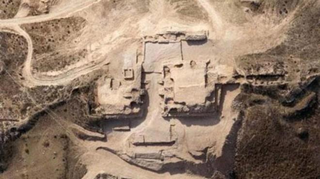 Khai quật mật thất niên đại 4.300 năm, nhà khảo cổ phát hiện 80 hộp sọ người - Ảnh 1.