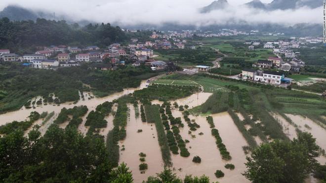 Lũ lụt ảnh hưởng như thế nào tới kinh tế TQ: Vụ mùa năm nay gia đình tôi mất trắng rồi!  - Ảnh 2.