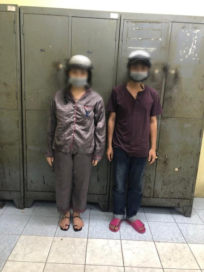 CLIP: Phút giáp mặt của nữ nhân viên cửa hàng tiện lợi với kẻ cướp có dao ở TP HCM - Ảnh 1.