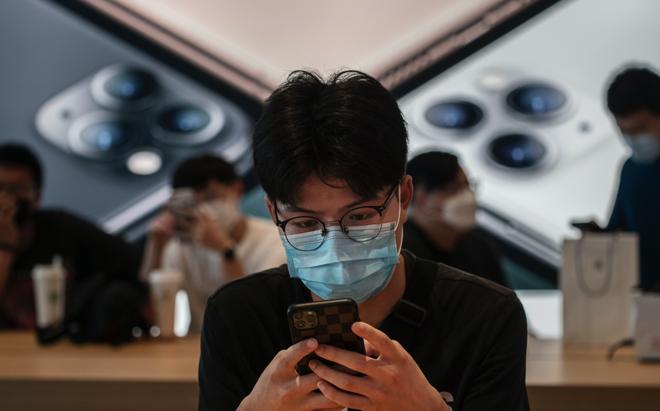 Lệnh cấm WeChat - Hay cách ông Trump nâng tảng đá đập vào chân Apple như thế nào? - Ảnh 1.