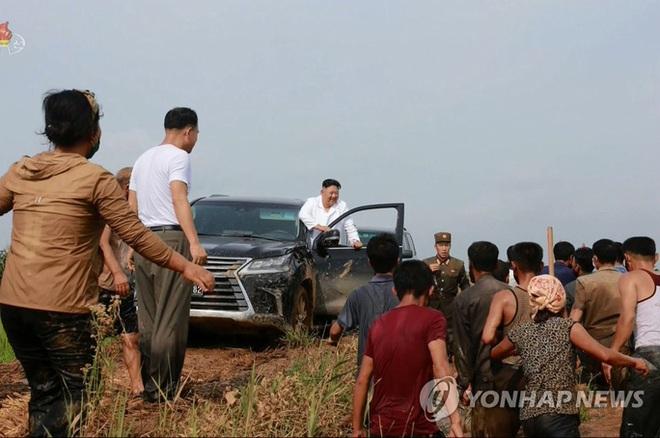 Ông Kim Jong-un mở kho đặc biệt, gửi yêu thương đến người dân - Ảnh 1.