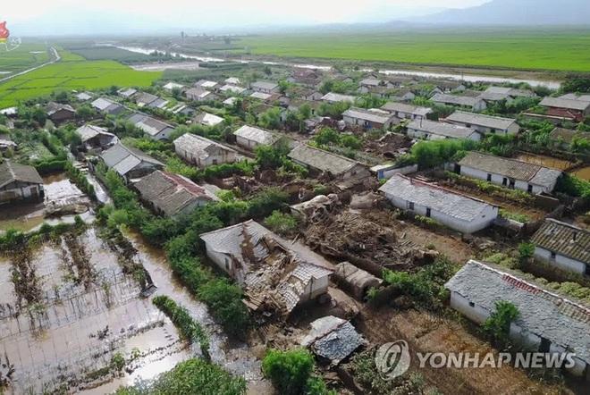 Ông Kim Jong-un mở kho đặc biệt, gửi yêu thương đến người dân - Ảnh 2.