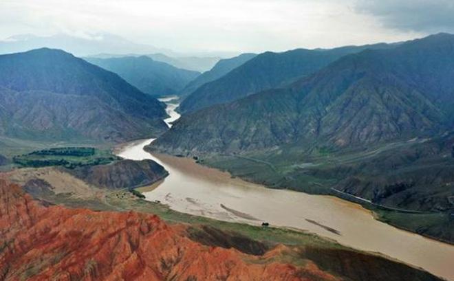 """Chấn động vụ """"bức tử"""" nguồn nước sông Hoàng Hà ở Trung Quốc"""