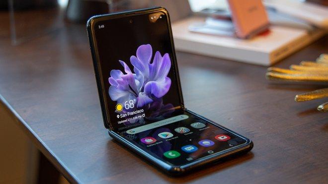 Điện thoại phá cách của Samsung: Tiền giảm giá cũng thừa mua được iPhone X - Ảnh 1.