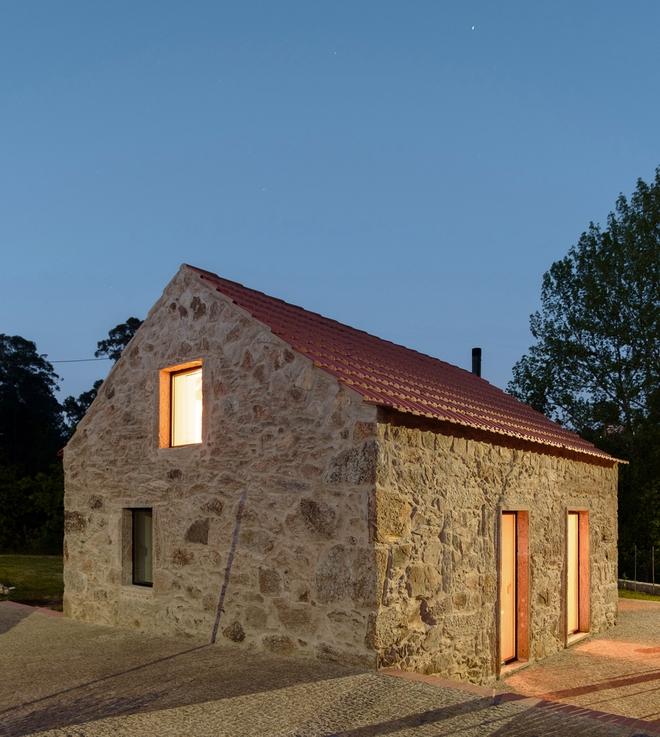 Ngôi nhà với bề ngoài đẹp như tranh vẽ nhưng bên trong khiến không ít người ngỡ ngàng - Ảnh 6.