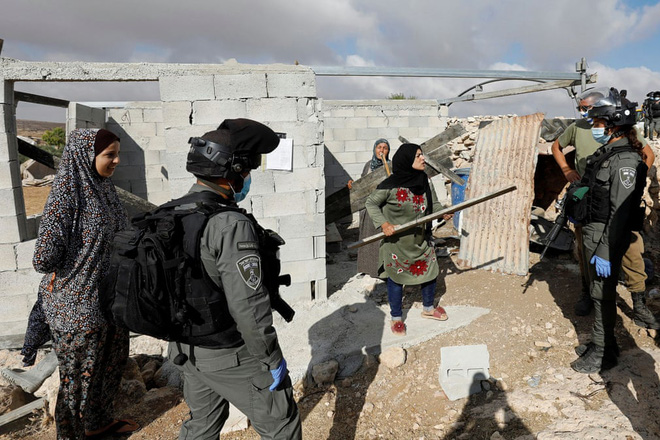 24h qua ảnh: Người biểu tình ném pháo vào cảnh sát chống bạo động ở Lebanon - Ảnh 9.