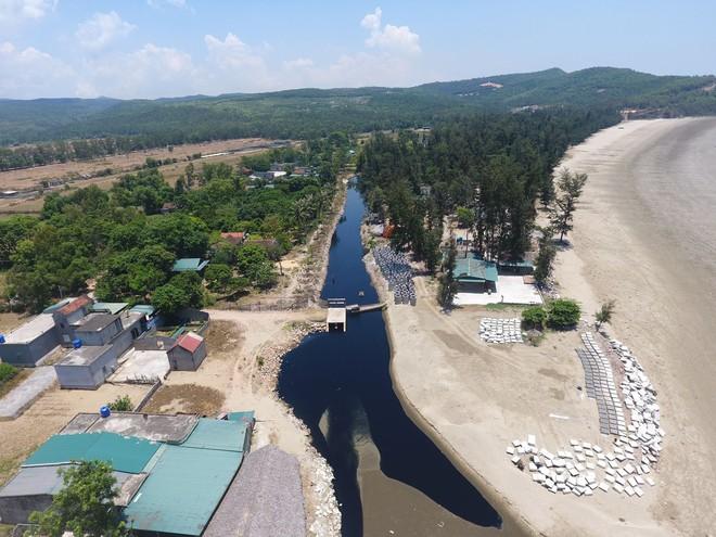 Vụ trại tôm xả thải ô nhiễm cả 1 vùng: Trang trại bất chấp dư luận tiếp tục xả thải ra biển - Ảnh 6.