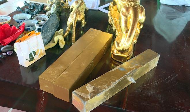 Bên trong căn hầm chứa hàng chục tấn vàng giả của nhà ngoại cảm lừa đảo chiếm đoạt tiền tỷ - Ảnh 2.