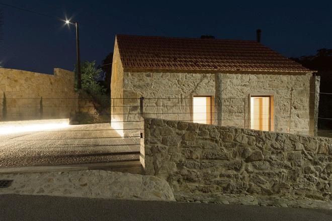 Ngôi nhà với bề ngoài đẹp như tranh vẽ nhưng bên trong khiến không ít người ngỡ ngàng - Ảnh 2.
