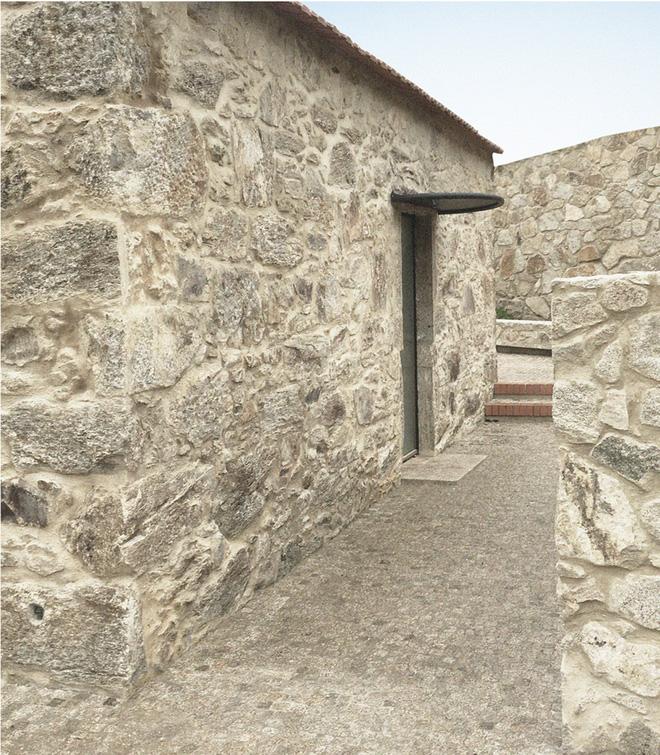 Ngôi nhà với bề ngoài đẹp như tranh vẽ nhưng bên trong khiến không ít người ngỡ ngàng - Ảnh 9.