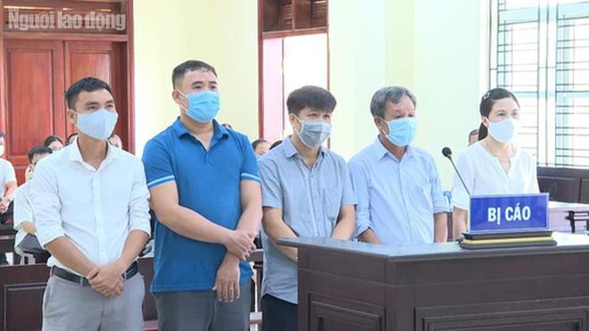 Gây thất thoát 1,4 tỉ đồng, 5 cựu cán bộ ở TP Thanh Hóa chia nhau 15 năm 6 tháng tù - Ảnh 1.