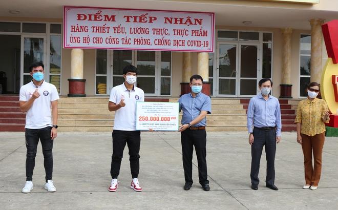 Quang Hải, Đoàn Văn Hậu bất ngờ góp sức cùng Đà Nẵng chống dịch Covid-19